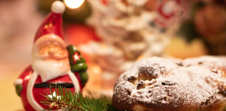 Christstollen Cake Christmas Pastry  - Mrdidg / Pixabay