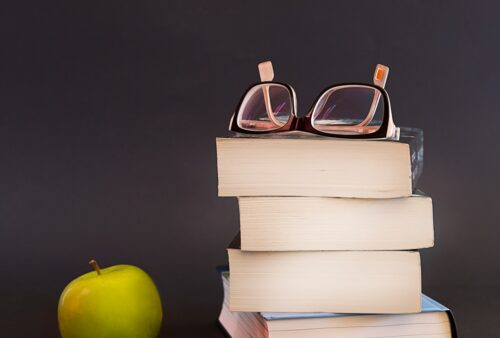 Glasses Book Apple Fruit  - sammy1990 / Pixabay
